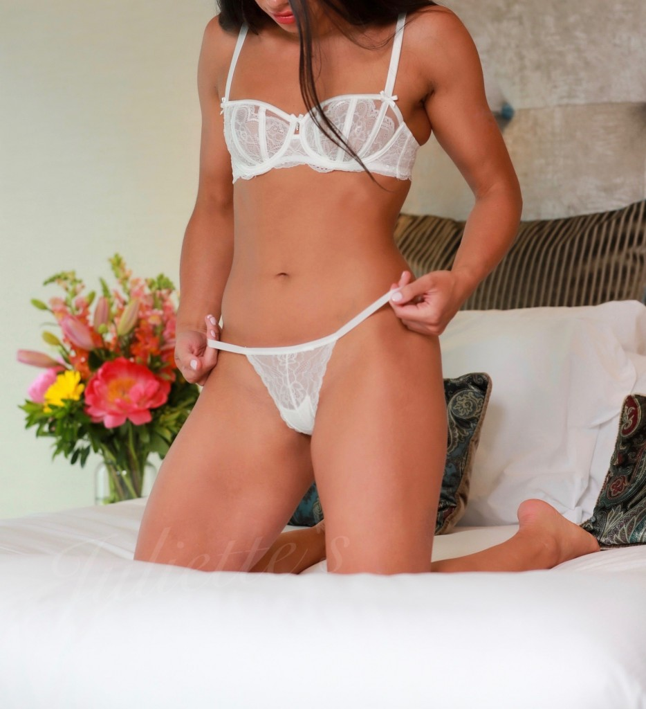 female-escort-ava